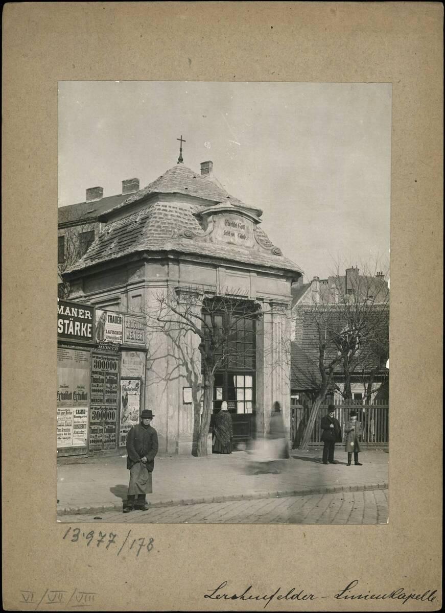 Fotografie der Lerchenfelder Linienkapelle (vom Bearbeiter vergebener Titel) von Reiffenstein, Bruno