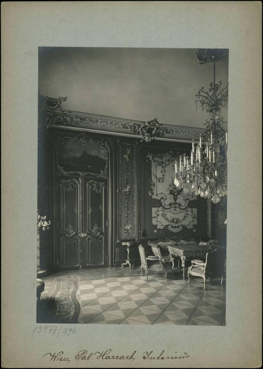 Fotografie eines Interieurs im Palais Harrach (vom Bearbeiter vergebener Titel)