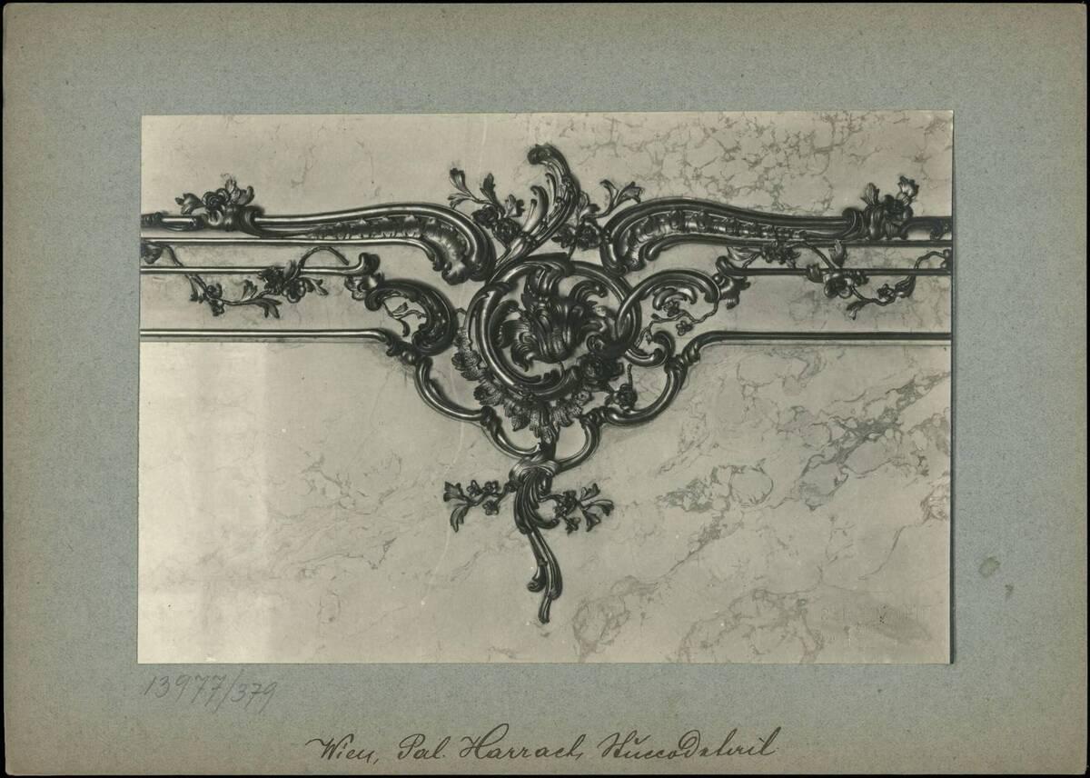 Fotografie eines Details aus der Stuckverziehrung im Palais Harrach (vom Bearbeiter vergebener Titel) von Reiffenstein, Bruno