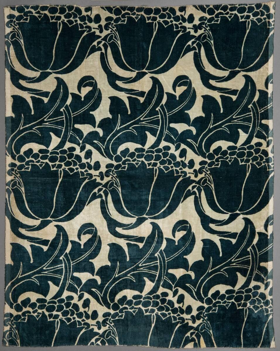 Große blaue Blatt- und Blütenranken von Voysey, Charles Francis
