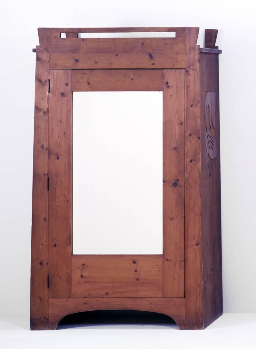Kasten mit Spiegeltüre aus einer Einrichtung für das Atelierhaus Ernst Stöhrs in St. Johann am Wocheinersee von Hoffmann, Josef