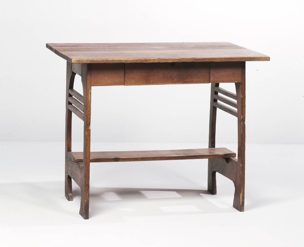 Tisch aus einer Einrichtung für das Atelierhaus Ernst Stöhrs in St. Johann am Wocheinersee von Hoffmann, Josef