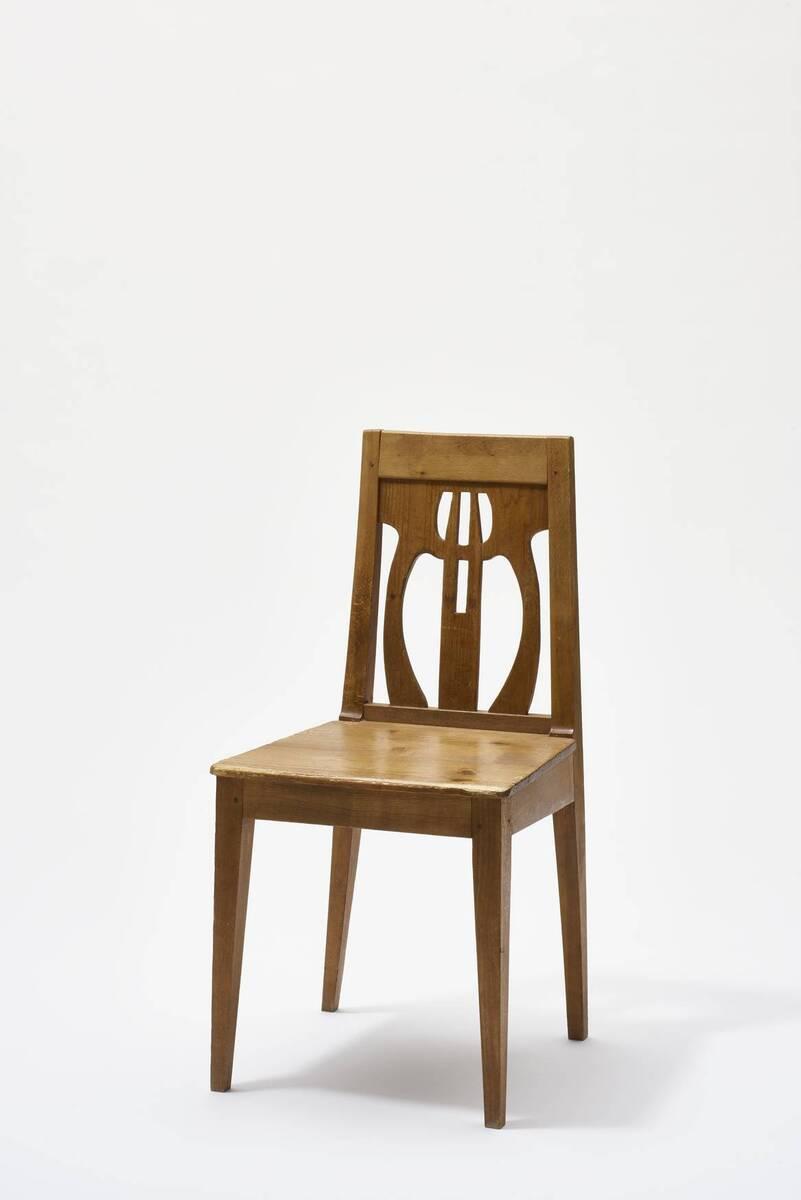 Stuhl aus einer Einrichtung für das Atelierhaus Ernst Stöhrs in St. Johann am Wocheinersee von Hoffmann, Josef