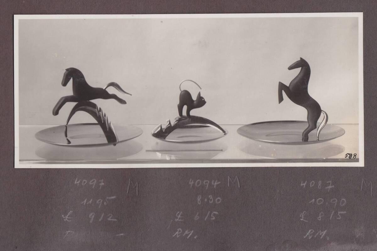 2 Aschenschalen mit Pferd, Aschenschale mit Katze (vom Bearbeiter vergebener Titel) von Sedlmayer, Karl