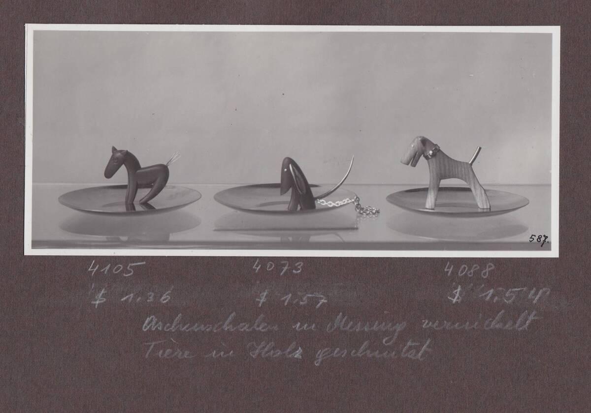 Aschenschale mit Pferd, 2 Aschenschalen mit Hund (vom Bearbeiter vergebener Titel) von Sedlmayer, Karl