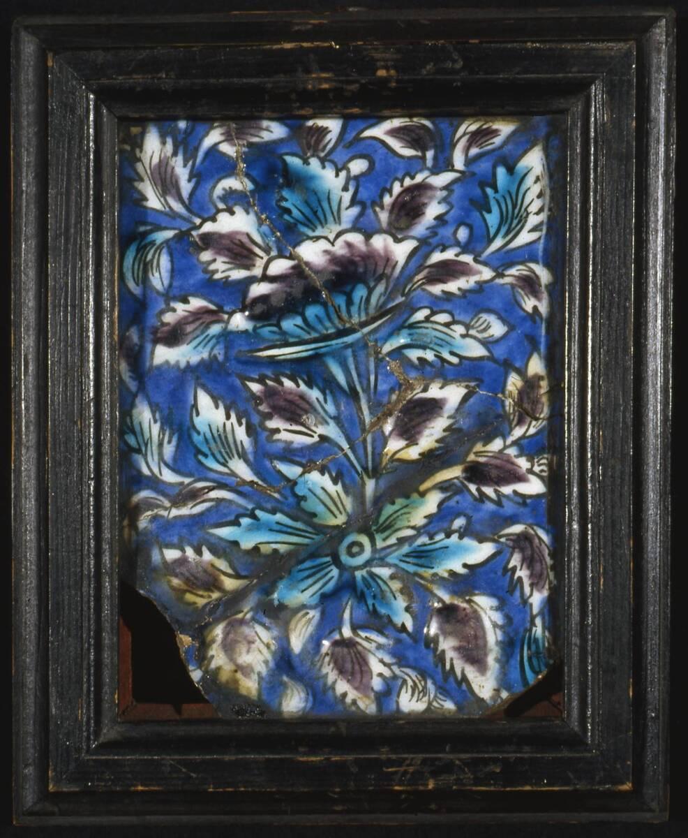 Fliese mit floralem Dekor von Anonym