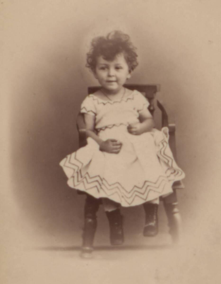 Porträt eines anonymen Mädchens (vom Bearbeiter vergebener Titel) von Anonym