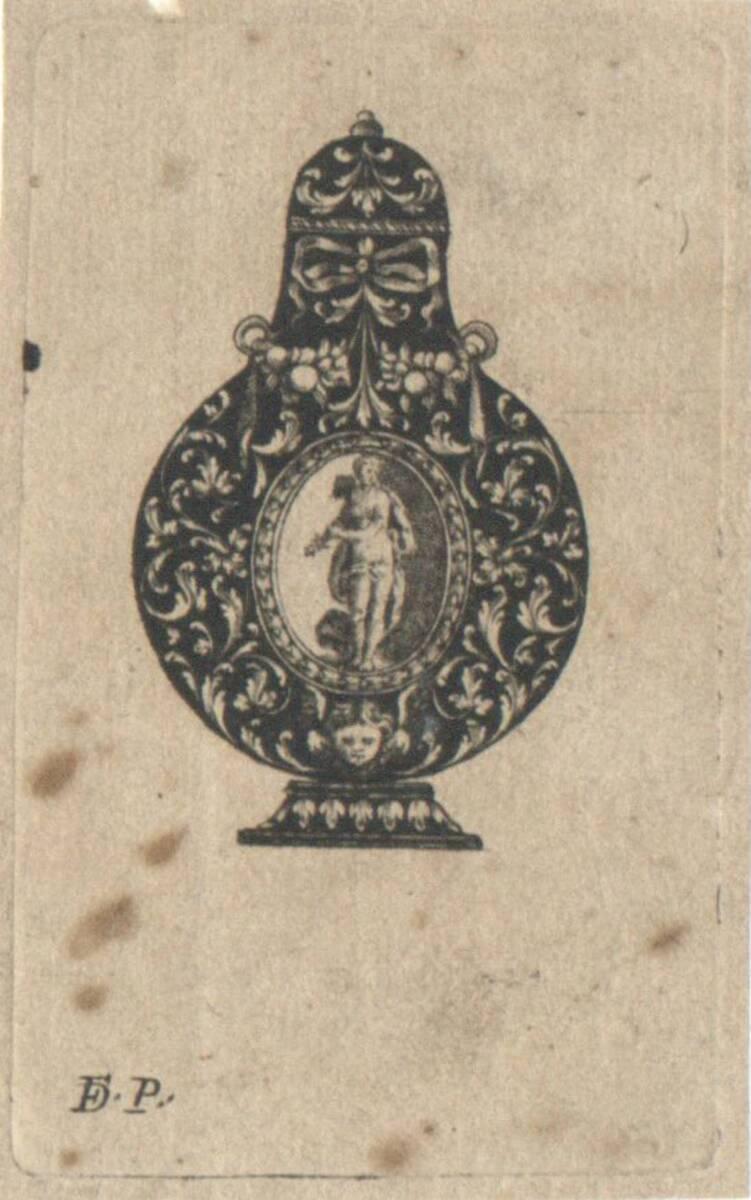 Riechfläschchen mit Ornamenten, weiß in schwarz, in der Mitte ein Oval mit einer weiblichen Figur (vom Bearbeiter vergebener Titel) von Monogrammist F P