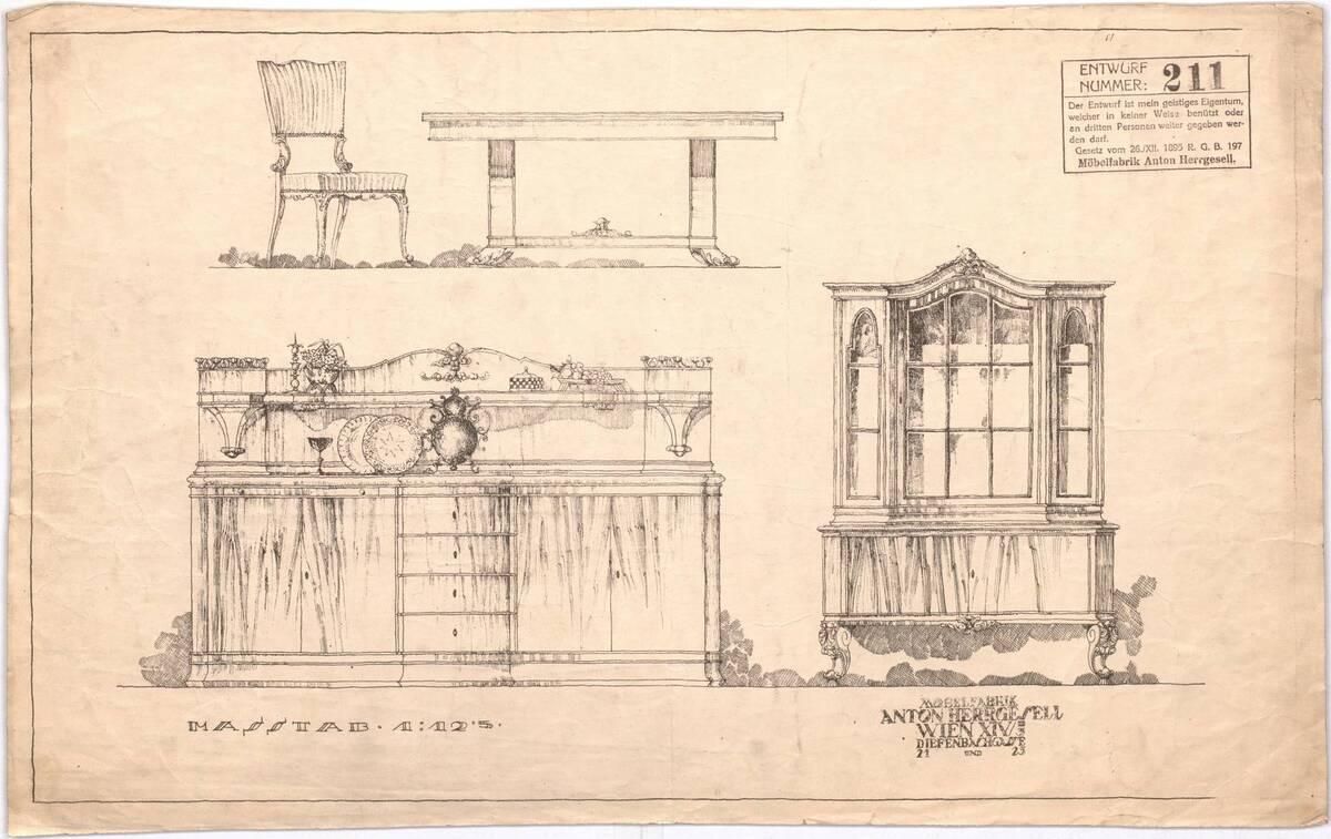 Polsterstuhl, Tisch, Anrichte und Vitrine (vom Bearbeiter vergebener Titel) von Möbelfabrik Herrgesell