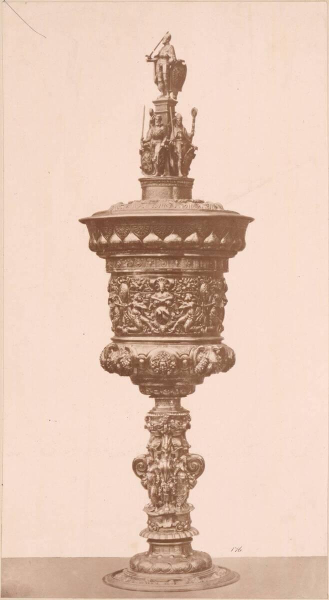 Lichtdruck eines Pokals von Wenzel Jamnitzer von ca. 1580 von Jamnitzer, Wenzel