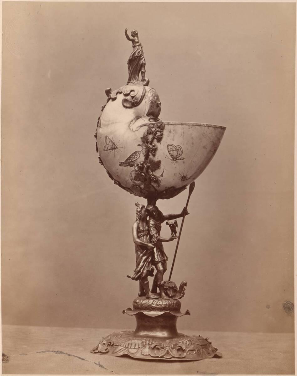 Fotografie eines Prunkgefäßes aus einer Muschel mit vergoldetem Silber verziert, Nautiluskelch aus dem 17. Jh. (vom Bearbeiter vergebener Titel) von Rossi, Giulio
