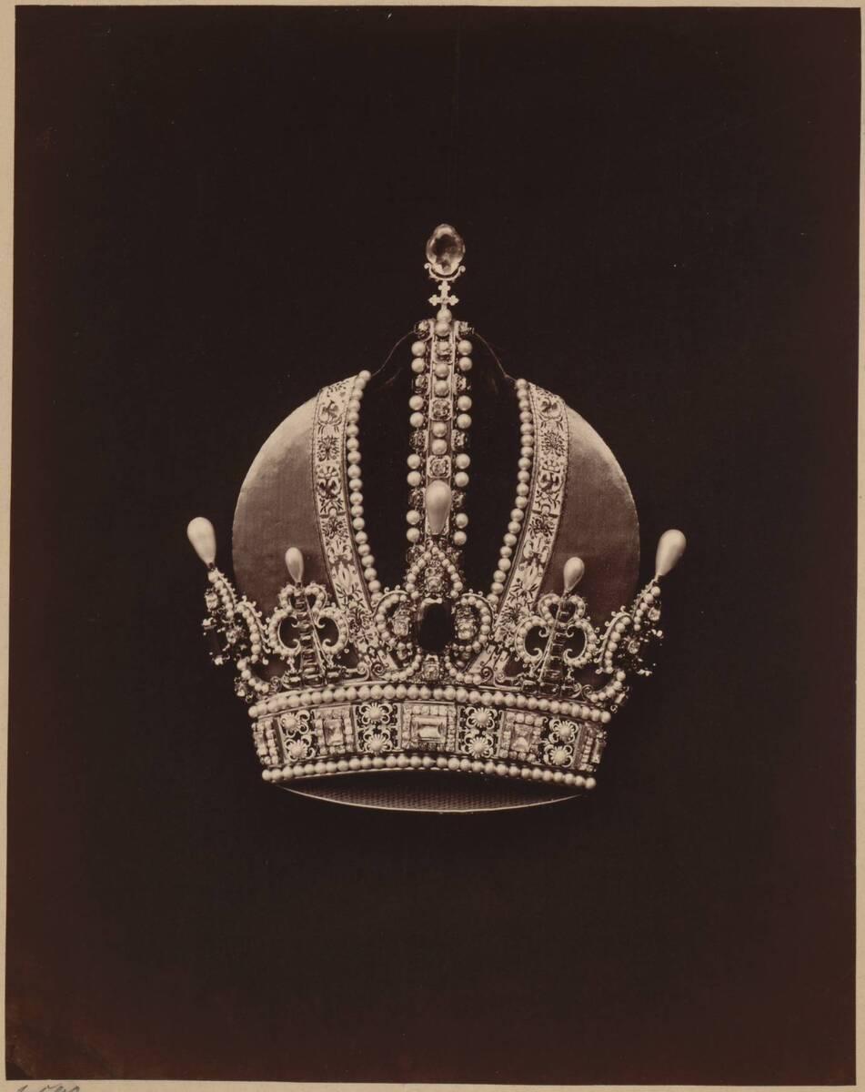 Fotografie der Österreichischen Kaiserkrone (vom Bearbeiter vergebener Titel) von Anonym