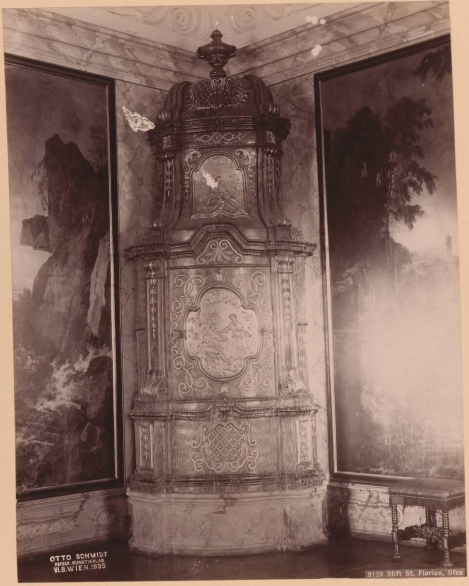 Fotografie eines Ofens im Stift St. Florian (vom Bearbeiter vergebener Titel) von Anonym