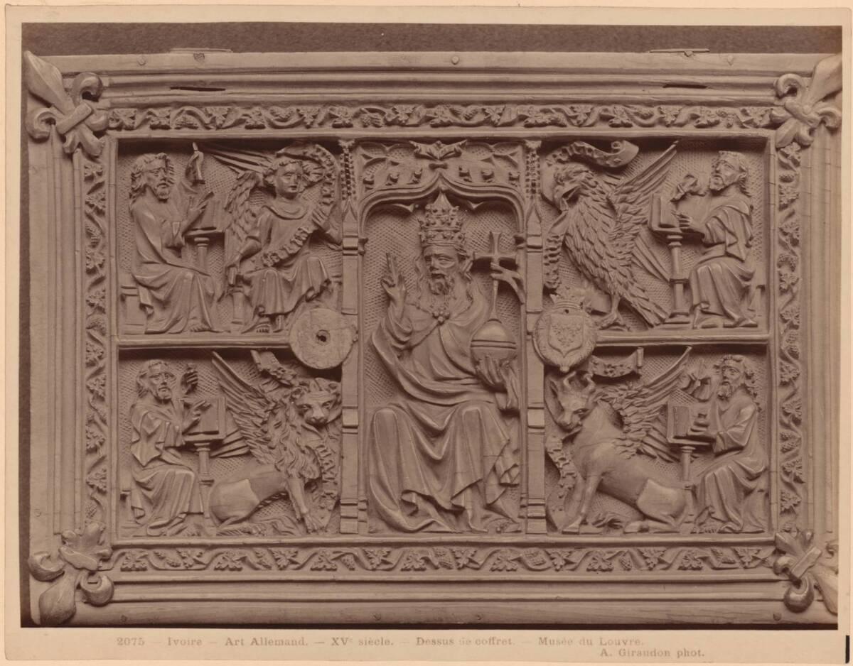 Fotografie des Deckels einer deutschen Elfenbeinkassette des 15. Jahrhunderts mit Salvator Mundi-Darstellung (vom Bearbeiter vergebener Titel) von Giraudon, Adolphe