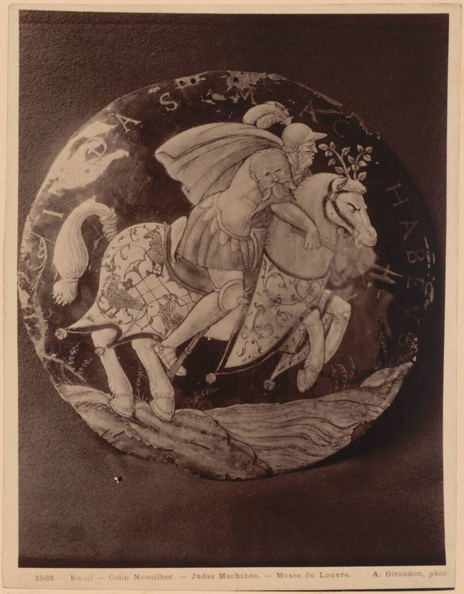 """Fotografie einer emaillierten Medaille mit """"Judas Makkabäus""""-Darstellung von Colin Nouailher (vom Bearbeiter vergebener Titel) von Giraudon, Adolphe"""