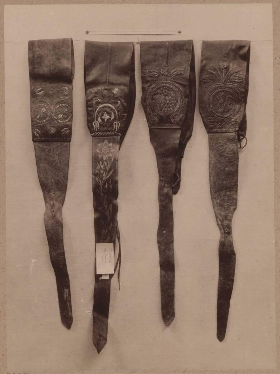 Fotografie von 4 bestickten Ledergürteln aus der Umgebung von Königgrätz und Reichenau von Anonym