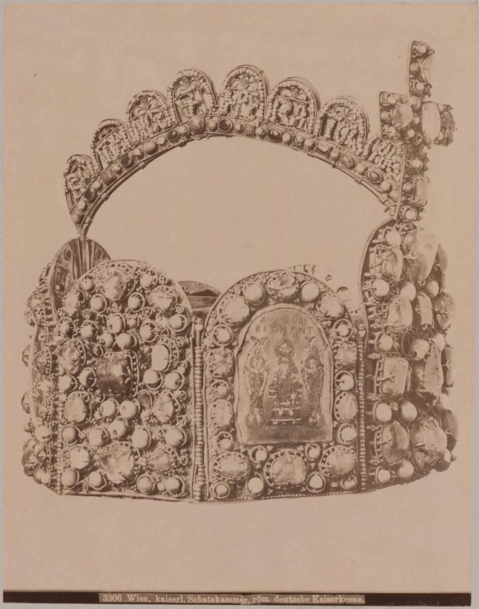 Fotografie der römisch deutschen Kaiserkrone für Konrad II. (vom Bearbeiter vergebener Titel) von Wlha, Josef