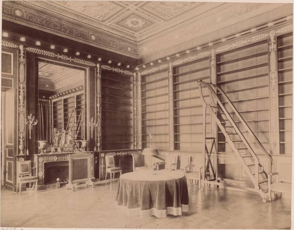 Fotografie der Bibliothek Napoleons auf Schloss Compiègne, Picardie (vom Bearbeiter vergebener Titel) von Anonym