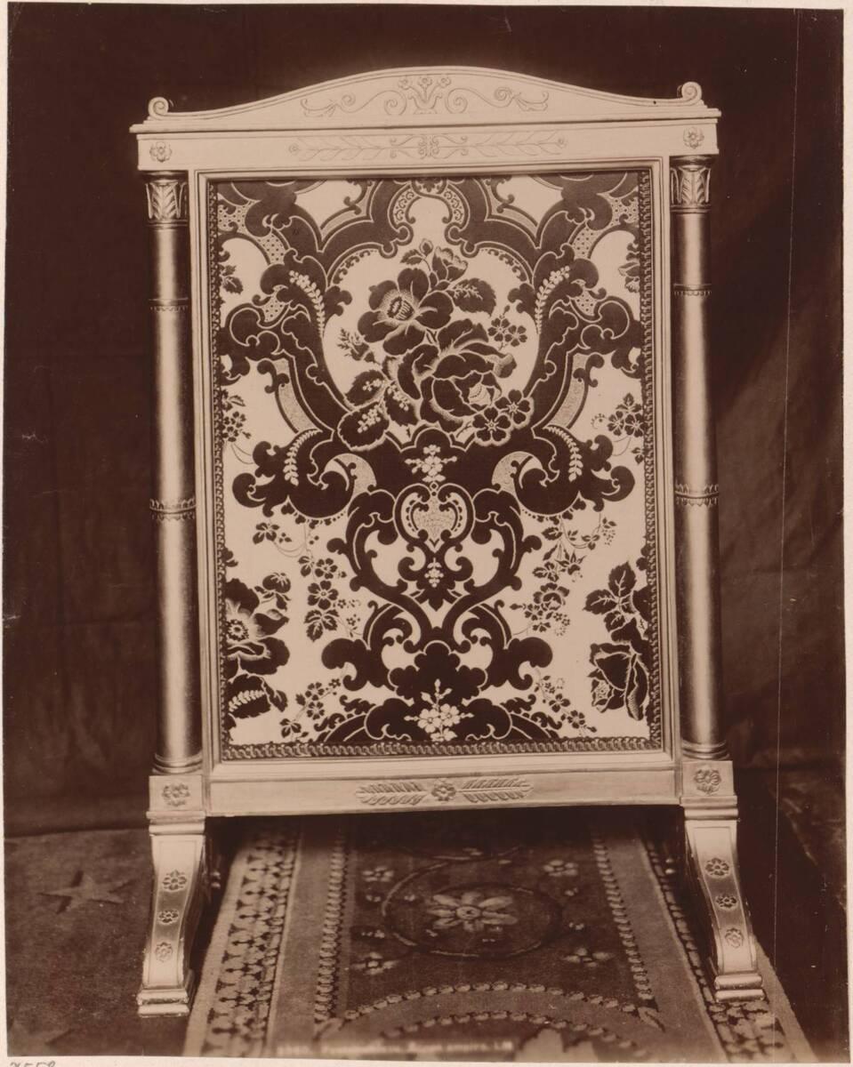 Fotografie eines französischen Empire-Wandschirms (vom Bearbeiter vergebener Titel) von Anonym