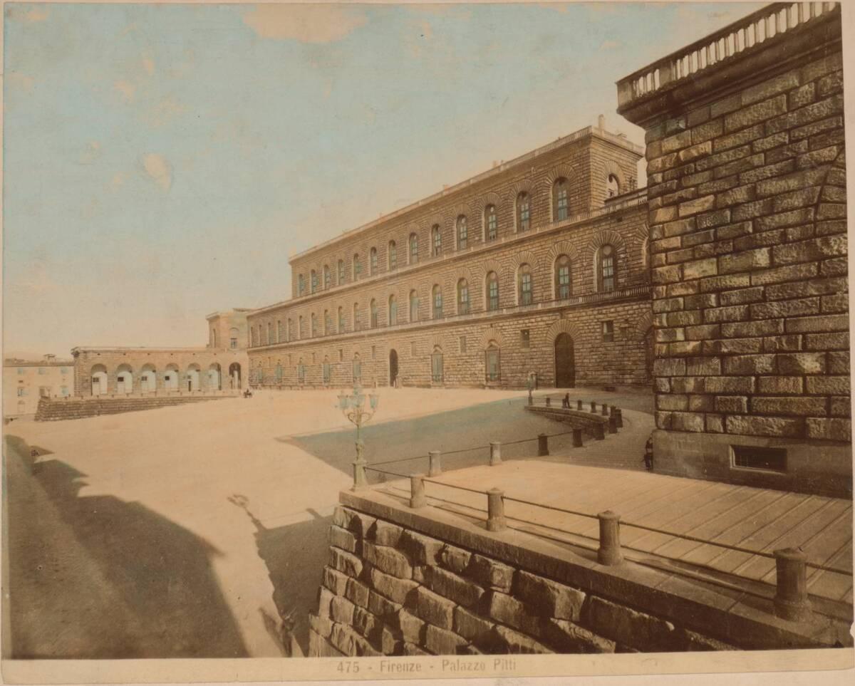 Kolorierte Fotografie einer Ansicht des Palazzo Pitti in Florenz (vom Bearbeiter vergebener Titel) von Anonym