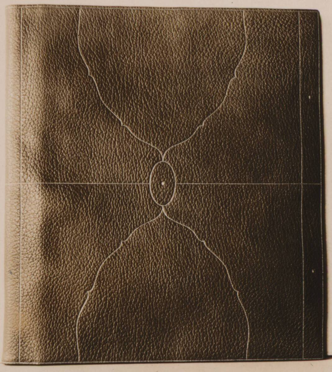 Fotografie eines Bucheinbandes nach Entwurf von Josef Hoffmann, ausgeführt von der Wiener Werkstätte (vom Bearbeiter vergebener Titel) von Tafill, Adolf