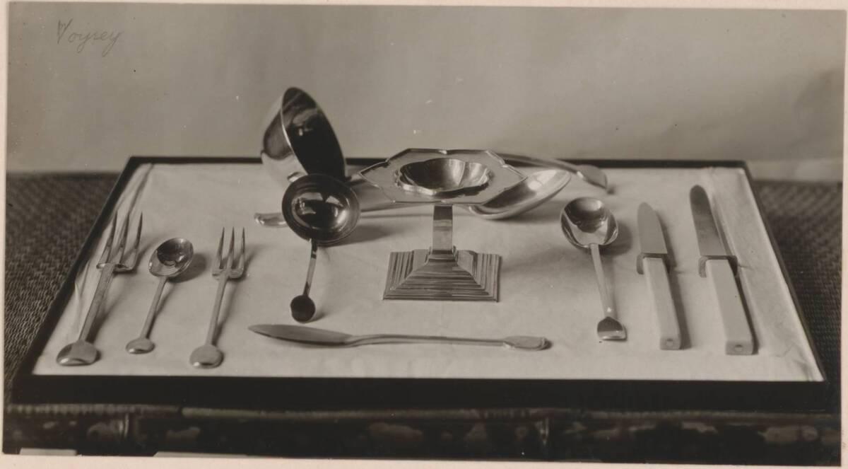 Fotografie eines Essbestecks nach Entwurf von Charles F. A. Voysey, ausgeführt von der Guild of Handicraft in Birmingham von Anonym