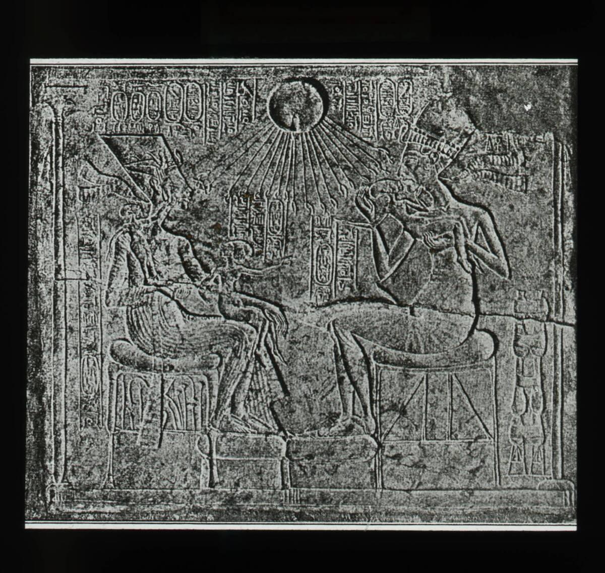 Echnaton und Nofretete mit ihren Kindern (vom Bearbeiter vergebener Titel) von Anonym