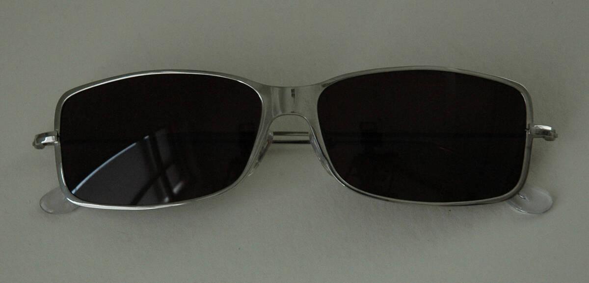 Sonnenbrille - silber (deskriptiver Titel) von Lang, Helmut