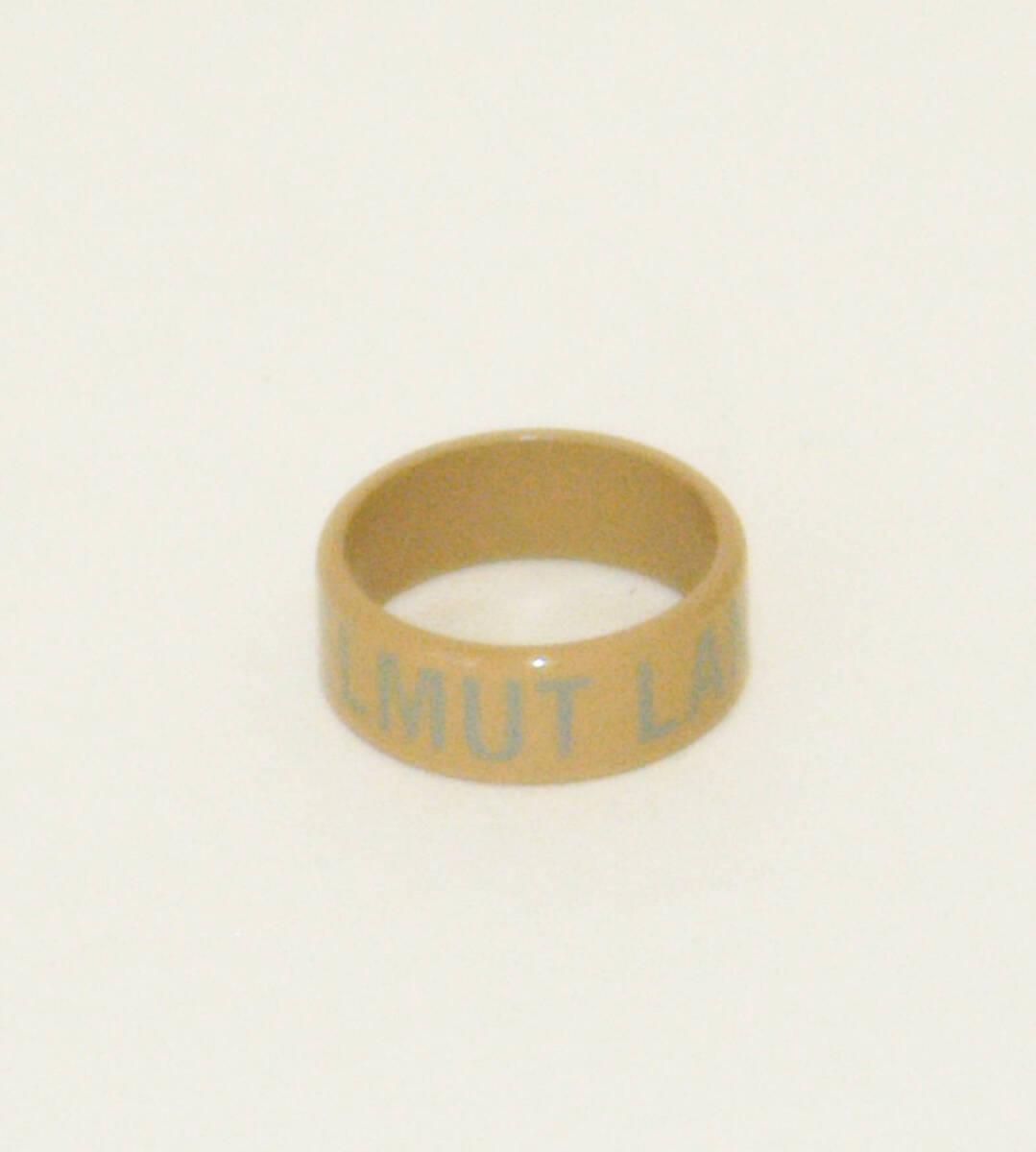 Ring - beige mit grauer Aufschrift von Lang, Helmut