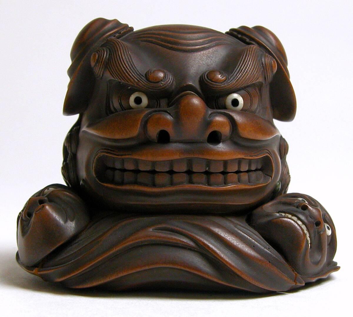 shishimai-Maske und zwei kleinere Nō-Masken von Anonym