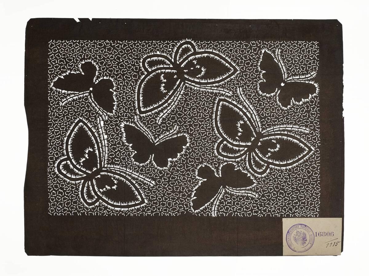 Teil eines Sets (hazure はずれ), Schmetterlinge in Plisseebatik (orinui shibori 折り縫い絞り)-Muster auf Schnurbatik-Muster (Einzelblatt) von Anonym