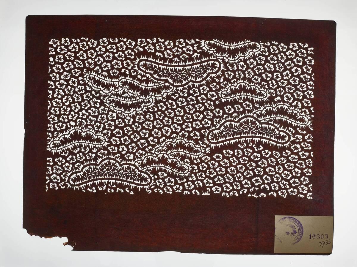 Teil eines Sets (hazure はずれ), kasamatsu 笠松-Pinien mit orinui shibori 折り縫い絞り (Plisseebatik)-Muster und Blumen(?) (Einzelblatt) von Anonym