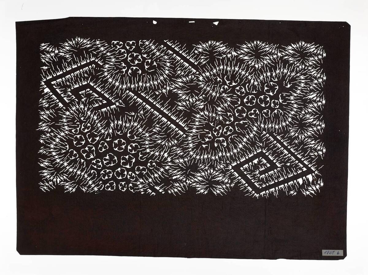 Teil eines zweiteiligen Sets (nimaigata 二枚型), Naturmuster (shizen monyō 自然文様): Plisseebatik (orinui shibori 折り縫い絞り)-Muster mit Rauten, Blitze (inazuma 稲妻) und Wolken(?) von Anonym