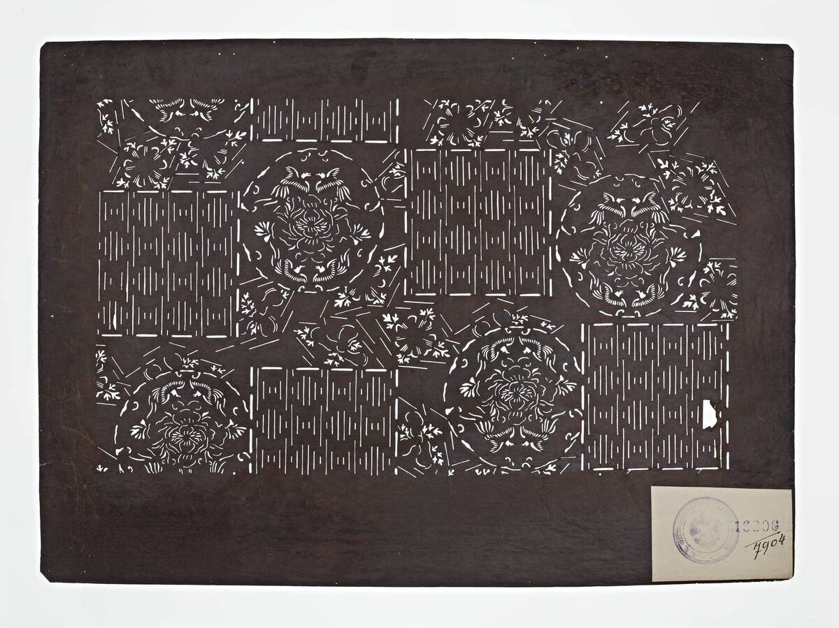 Teil eines Sets (hazure はずれ), schachbrettartiges Muster und Blumen mit Phönix(?) (Einzelblatt) von Anonym