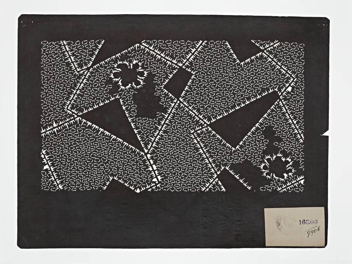 Teil eines Sets (hazure はずれ), Schnurbatik-Muster: überlappende Quadrate mit Konturen aus Plisseebatik (orinui shibori 折り縫い絞り)-Muster und Blumen (Einzelblatt) von Anonym