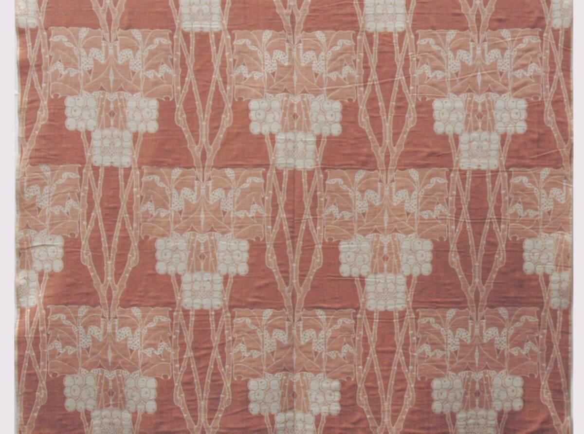 Geometrisch stilisierte rote Äste und Blätter mit hellen Beeren von Liberty Art Fabrics