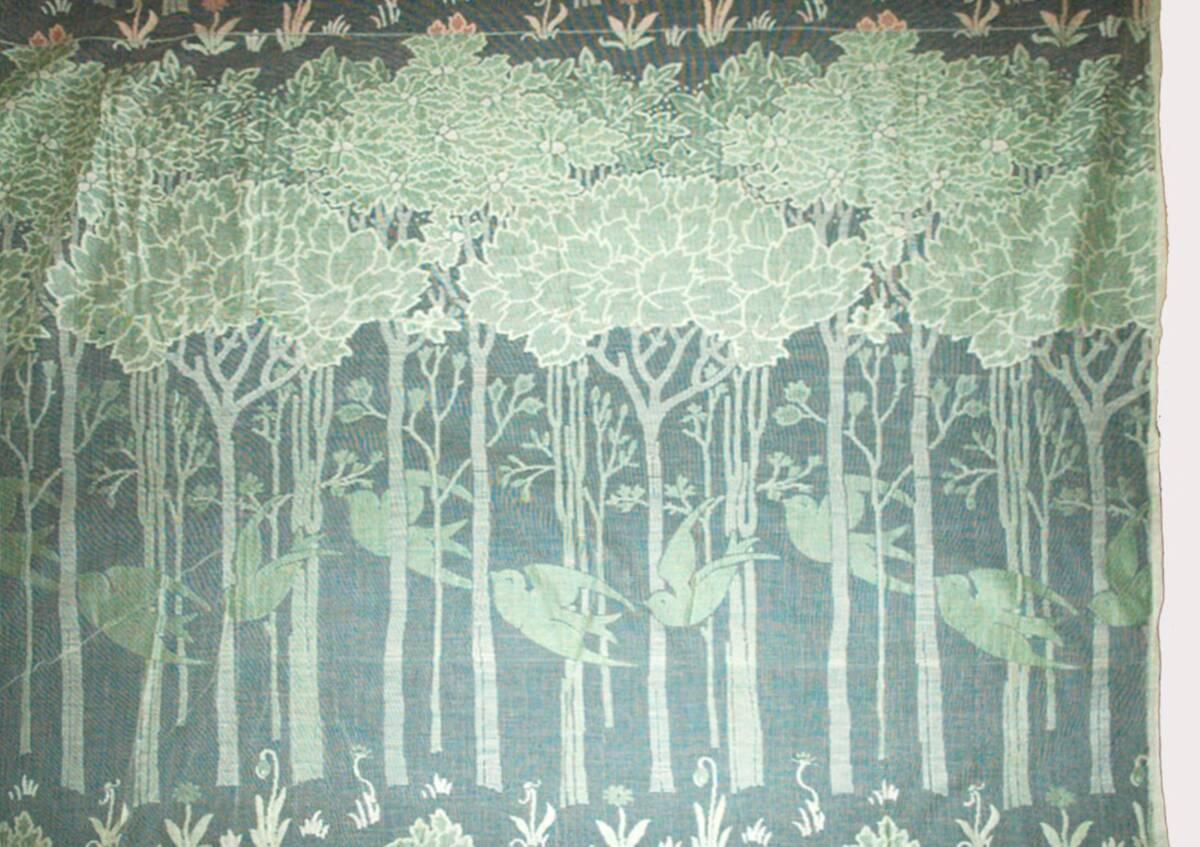 Bäume mit fliegenden Vögeln von Voysey, Charles Francis