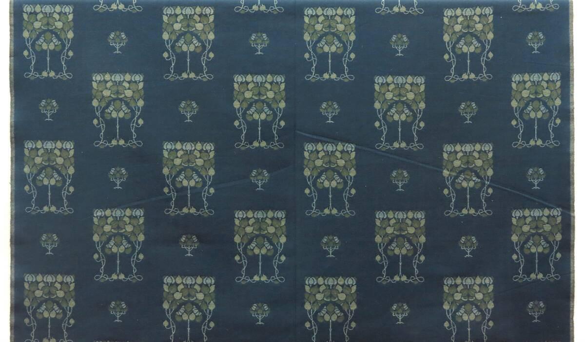 Stilisierte Blattranken mit Bäumchen auf petrolfarbenem Grund von Voysey, Charles Francis