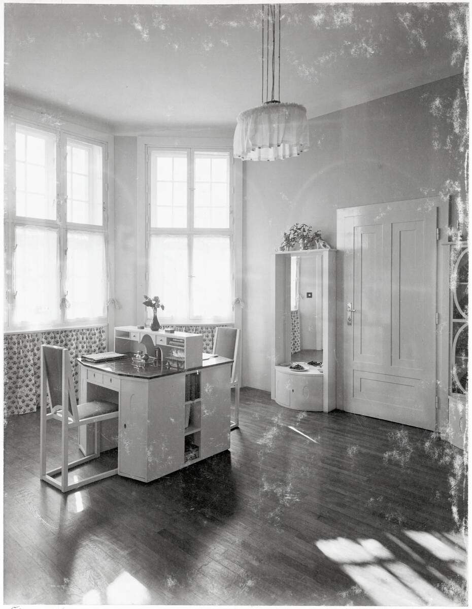 Doppelschreibtisch, Schlafzimmer, Wohnhaus Dr. Richard Beer-Hofmann, Wien XVIII, Hasenauerstraße 59 von Anonym