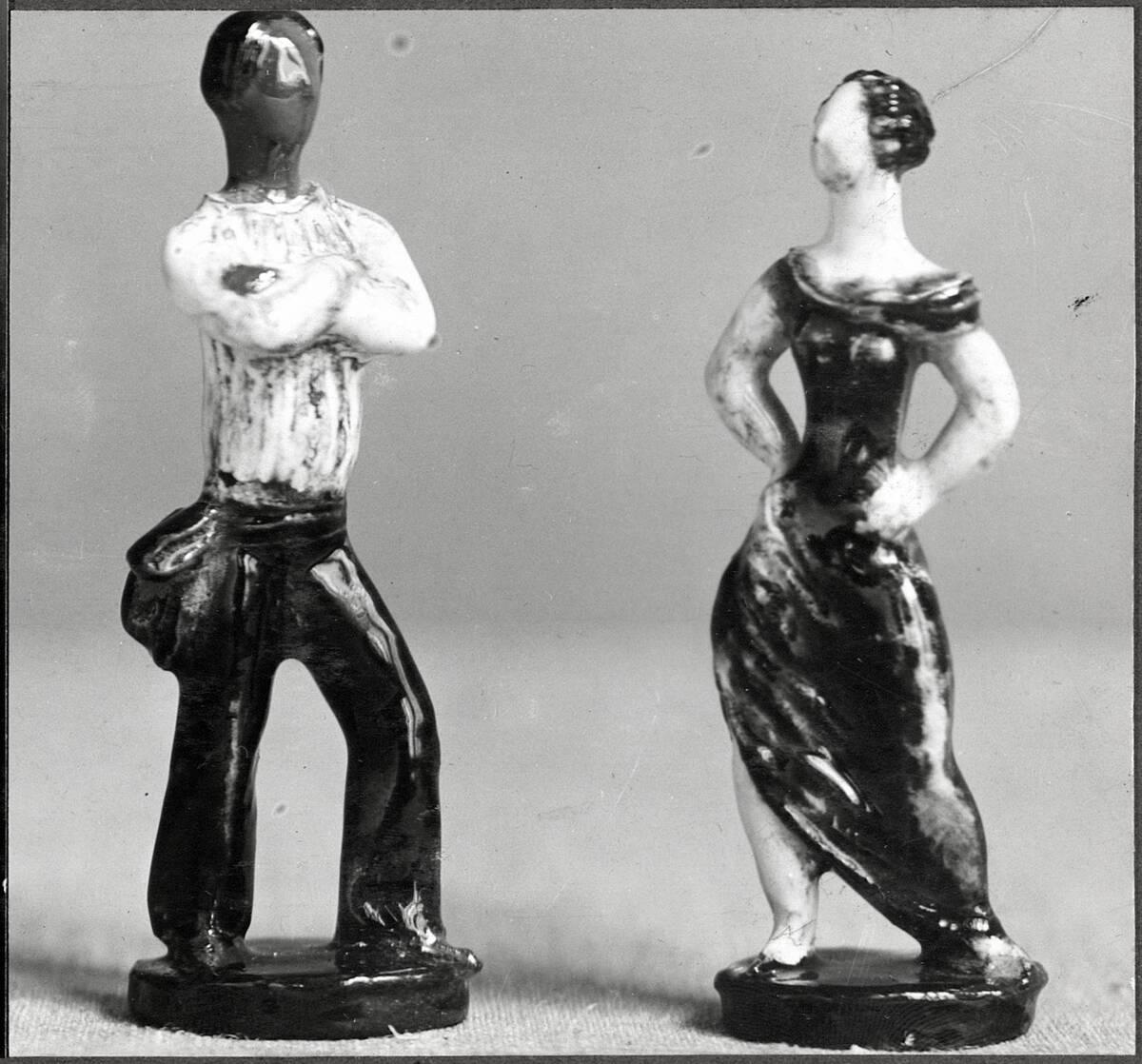 Zwei Figuren: Tänzer und Tänzerin von Calm, Lotte