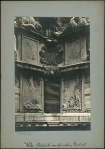 Fotografie eines Details der Pestsäule am Graben (vom Bearbeiter vergebener Titel) von Reiffenstein, Bruno