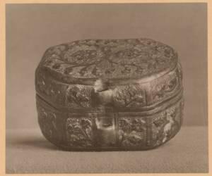 Fotografie eines Behälters mit gepresstem Leder aus der Sammlung von Camillo Castiglioni (vom Bearbeiter vergebener Titel) von Anonym