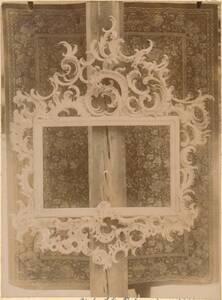 Fotografie eines geschnitzten Rahmens des 18. Jahrhunderts (vom Bearbeiter vergebener Titel) von Anonym