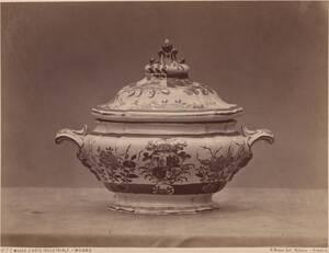 Fotografie einer Majolika-Suppenterrine des 18. Jahrhunderts aus Mailand (vom Bearbeiter vergebener Titel) von Rossi, Giulio