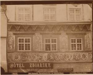 Fotografie einer Sgraffito-Wand am Zdiarsky-Haus in Prachatice (Prachatitz) (vom Bearbeiter vergebener Titel) von Wlha, Josef