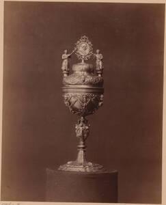 Fotografie eines Ziboriums des 17. Jahrhunderts (vom Bearbeiter vergebener Titel) von Rudolf Schürer von Waldheim <Wien>