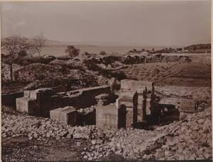 Fotografie der Reste des Amphitheaters in Solin (Salona) (vom Bearbeiter vergebener Titel) von Wlha, Josef