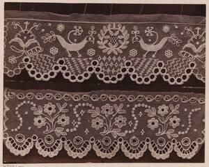 Fotografie zweier Haubenspitzen aus einer ehem. Fachschule in Walachisch-Meseritsch (vom Bearbeiter vergebener Titel) von Gmeiner, Wilhelm