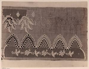 Fotografie von Haubenspitzen aus dem Museum in Walachisch-Meseritsch (vom Bearbeiter vergebener Titel) von Gmeiner, Wilhelm