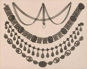 Fotografie von vier gusseisernen Halsketten (vom Bearbeiter vergebener Titel) von Reiffenstein, Bruno